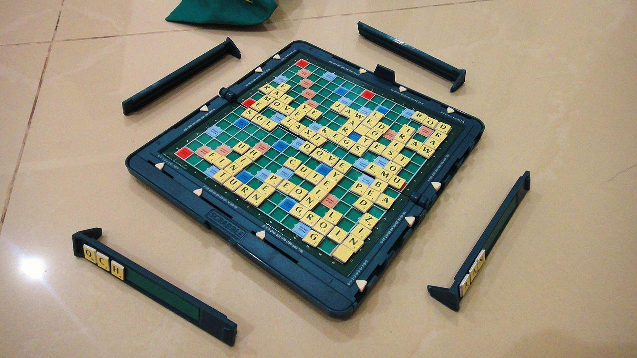 https://upload.wikimedia.org/wikipedia/commons/thumb/b/b3/PocketScrabble.JPG/1280px-PocketScrabble.JPG